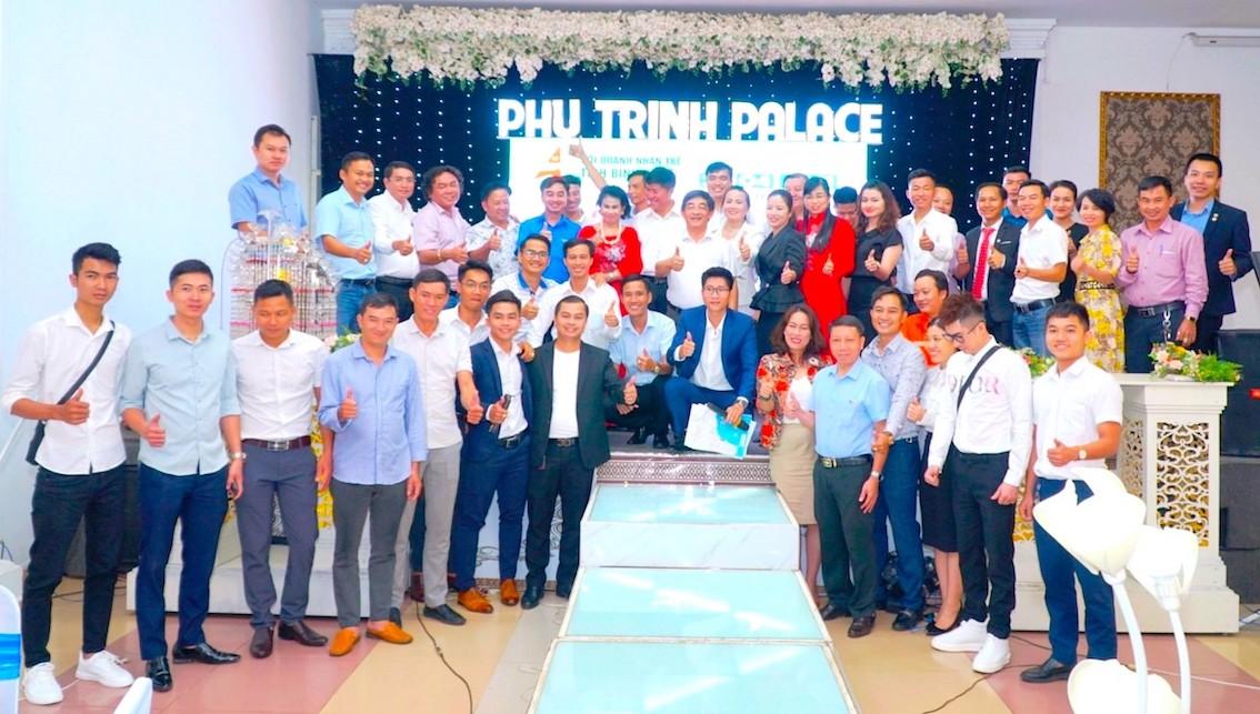 """Toàn thể diễn giả và hội viên Hội Doanh nhân trẻ tỉnh Bình Phước hào hứng tham gia Chương trình """"Thứ Ba máu lửa"""" - số đặc biệt"""