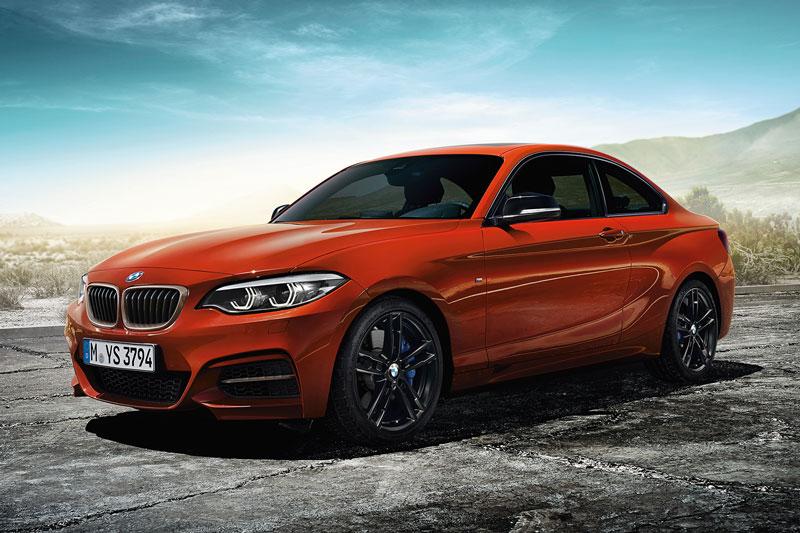 4. BMW M240i XDrive Coupe (thời gian tăng tốc từ 0-96 km/h: 4,2 giây, giá khởi điểm: 47.800 USD).