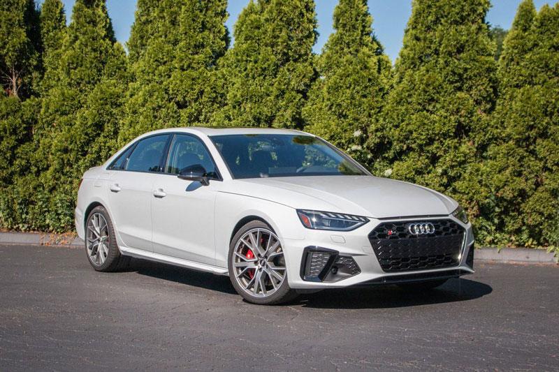 =6. Audi S4 (thời gian tăng tốc từ 0-96 km/h: 4,4 giây, giá khởi điểm: 49,900 USD).