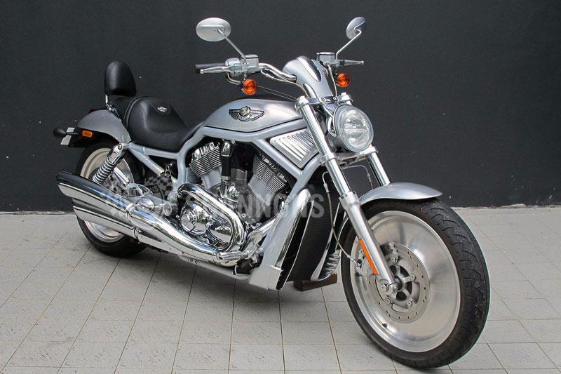 8. Harley-Davidson VRSCA V-Rod 2001 (thời gian tăng tốc từ 0-96 km/h: 3,5 giây).