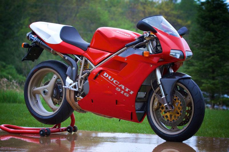 2. Ducati 916.