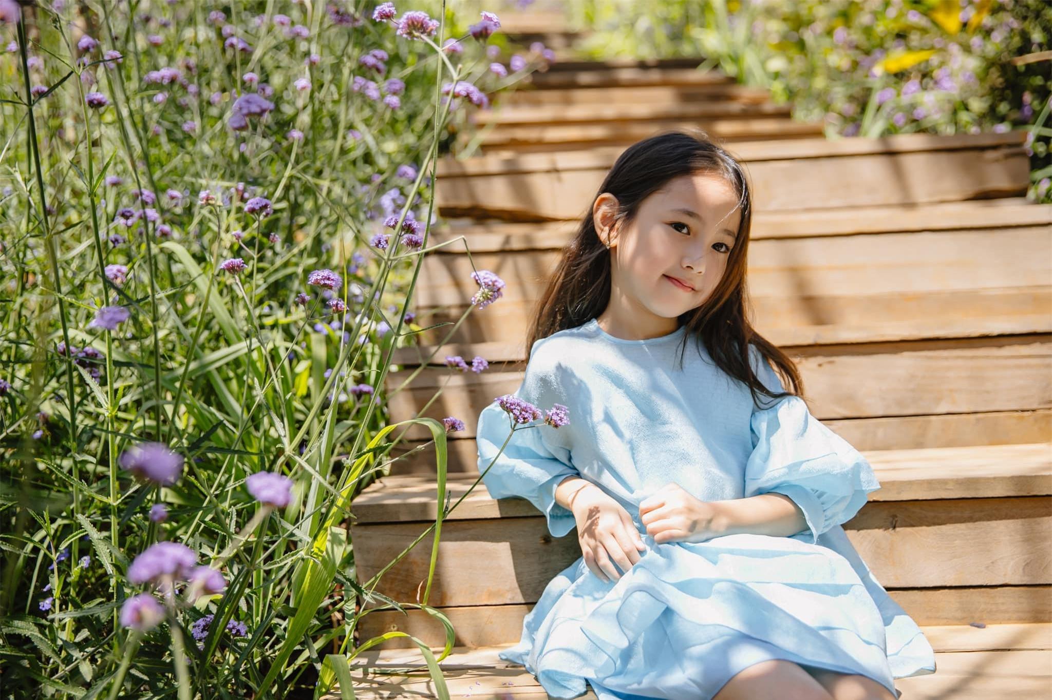 Ái nữ của Hà Kiều Anh bùng nổ visual, ngắm loạt ảnh khoe góc nghiêng và thần thái phải thốt lên tiểu mỹ nhân là đây - Ảnh 2.