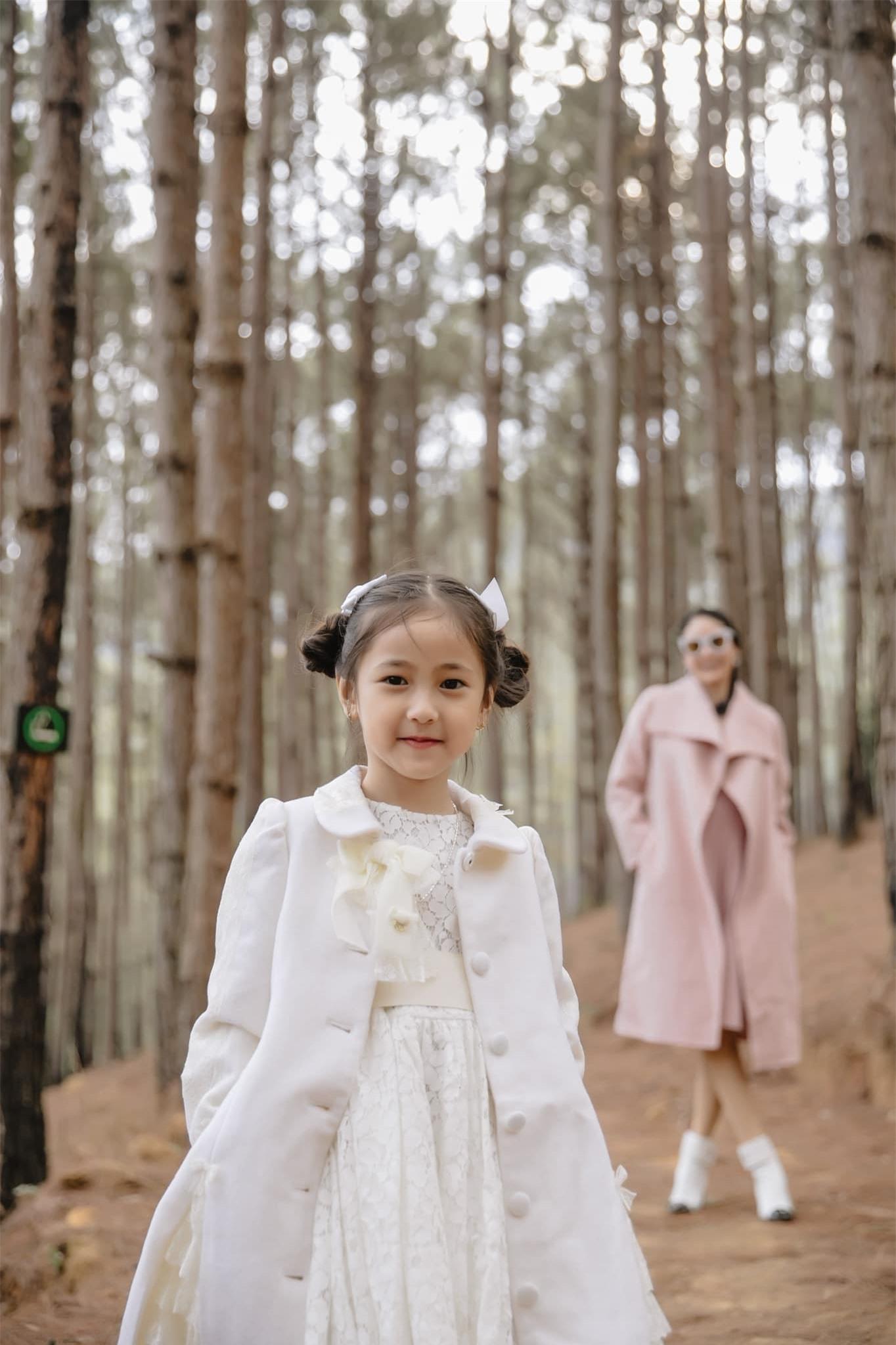 Ái nữ của Hà Kiều Anh bùng nổ visual, ngắm loạt ảnh khoe góc nghiêng và thần thái phải thốt lên tiểu mỹ nhân là đây - Ảnh 12.