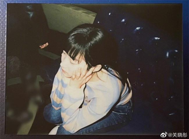 Bất ngờ trước hình ảnh đời thường nhìn như nữ sinh trung học của Quan Hiểu Đồng - Ảnh 3.