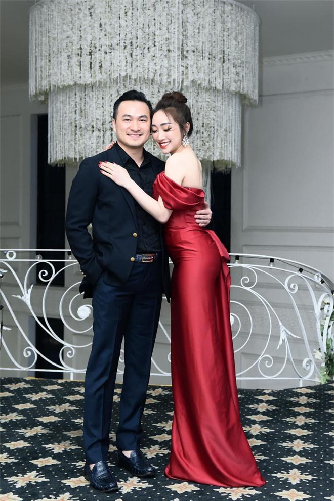 Bà xã Chi Bảo khoe được chồng tặng biệt thự view biển siêu đồ sộ, phản ứng lầy lội khiến netizen bật cười - Ảnh 7.
