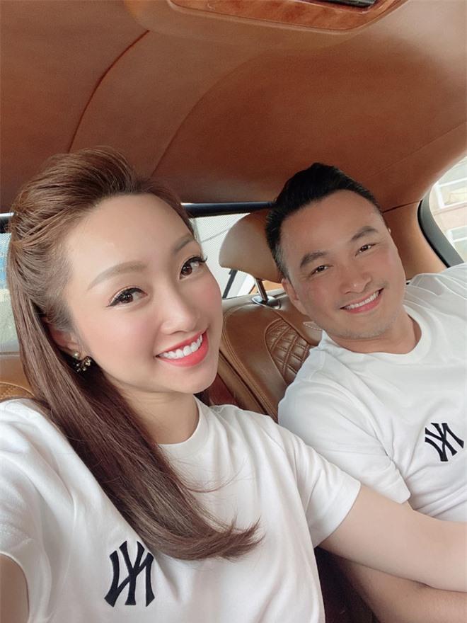 Bà xã Chi Bảo khoe được chồng tặng biệt thự view biển siêu đồ sộ, phản ứng lầy lội khiến netizen bật cười - Ảnh 8.