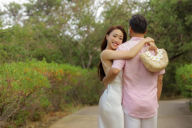 Bà xã Chi Bảo khoe được chồng tặng biệt thự view biển siêu đồ sộ, phản ứng lầy lội khiến netizen bật cười - Ảnh 9.