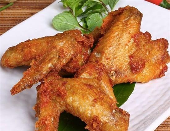 Món cánh gà chiên mắn tỏi thơm ngon nức mũi
