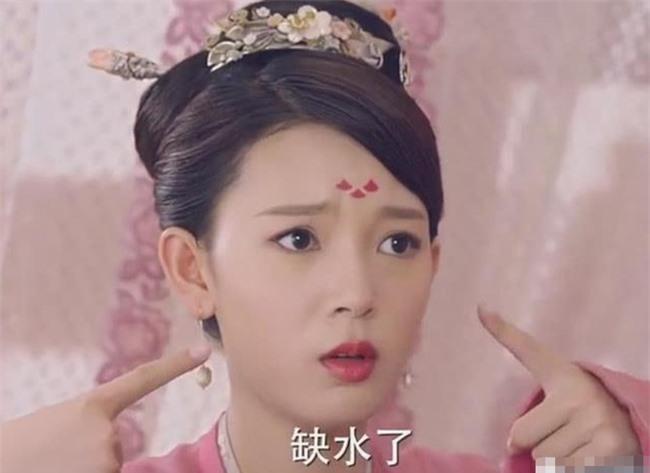 Dương Tử - Triệu Lệ Dĩnh 30 tuổi vẫn đóng vai thiếu nữ ngốc, mặt thì rất xinh nhưng không thể vượt qua cô gái này - Ảnh 1.
