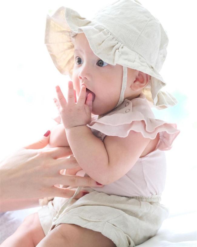 """Hồ Ngọc Hà """"nhá hàng"""" hình ảnh kỷ niệm tròn 6 tháng tuổi của con gái Lisa xinh như thiên thần - Ảnh 2."""