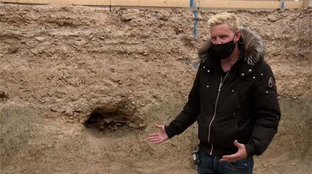 Phát hiện hóa thạch ngựa 14.000 năm tuổi khi xây bể bơi ở Las Vegas - Ảnh 1.