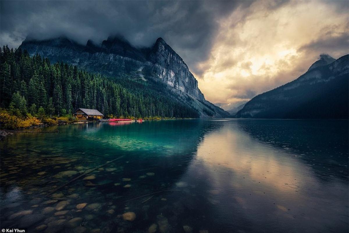 Ngạc nhiên với hình ảnh ở hồ Louise, được hợp nhất vào vườn quốc gia năm 1892. Vườn quốc gia có diện tích 2,464 dặm vuông.