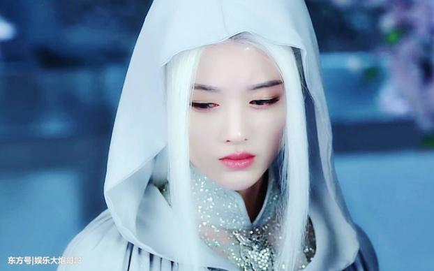 Tạo hình của Cúc Tịnh Y trong Cửu Châu Thiên Không Thành gây ấn tượng mạnh với mái tóc bạc trắng.