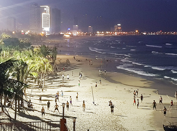 Từ 0h ngày 4/5, Đà Nẵng tạm dừng hoạt động tắm biển cho đến khi có thông báo mới