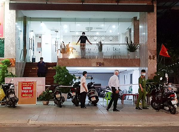 Khách sạn Phú An (đường 2/9, quận Hải Châu, TP Đà Nẵng), nơi BN2982 mới từ Hội An ra làm việc hôm 29/4