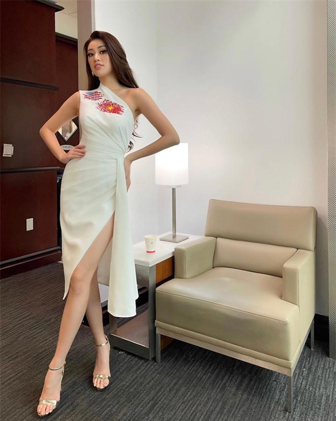 Khánh Vân đã có mặt tại Mỹ dự Miss Universe 2020: Vừa đến liền đọ sắc vóc chặt chém đối thủ và ghi điểm bằng 1 chi tiết - Ảnh 2.