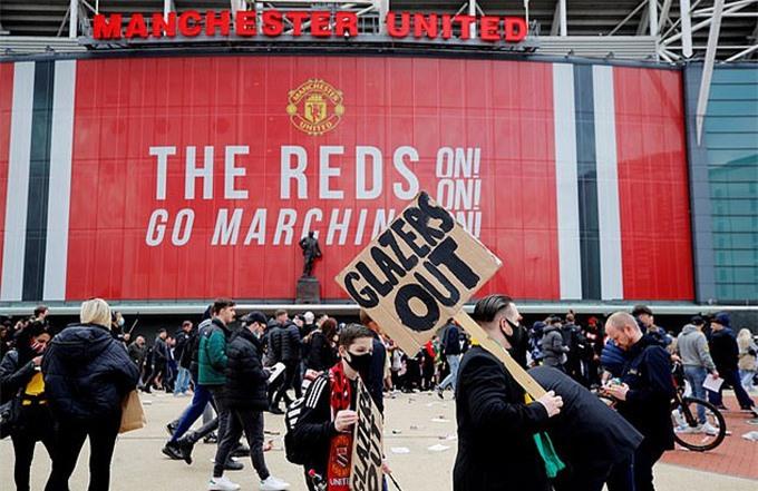 Fan MU biểu tình phản đối nhà Glazer