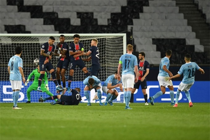 Một Man City không tiền đạo vẫn thắng được PSG