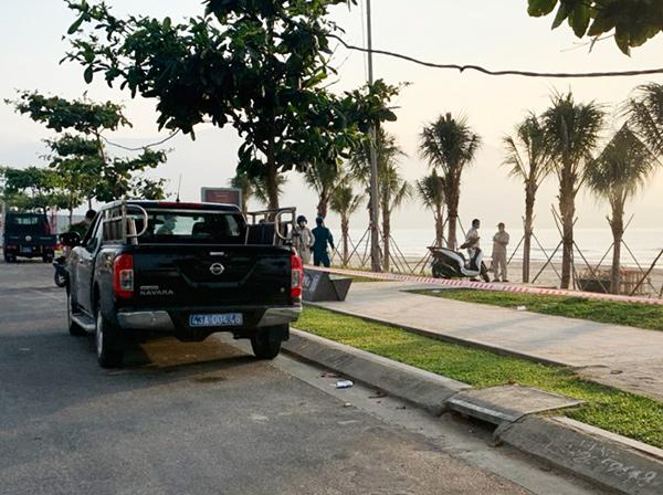 Triển khai lực lượng tuyên truyền, nhắn nhở người dân và du khách chấp hành lệnh tạm thời cấm biển để phòng, chống dịch Covid-19