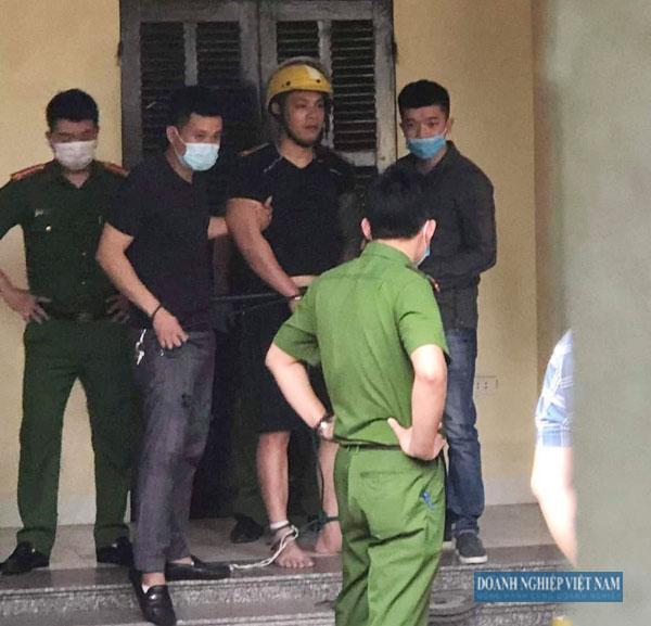 Lực lượng chức năng tiếp cận, bắt giữ đối tượng Lê Hoàng Nam.