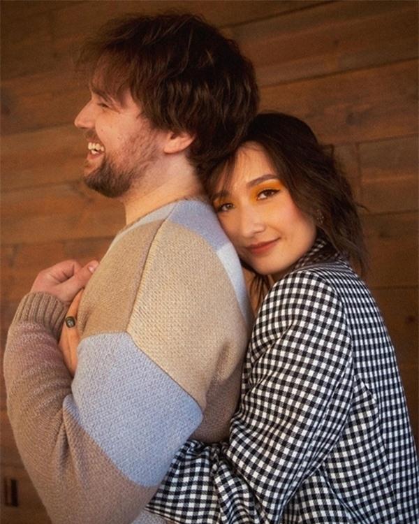 Bộ ảnh đính hôn ngọt ngào của con gái diva Mỹ Linh và chồng Mỹ - Ảnh 3.