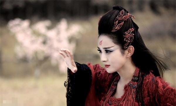 Mỹ nhân Hoa ngữ vào vai nữ ma đầu: Triệu Lệ Dĩnh đẹp ma mị, 'Thánh cô' là tường thành 1