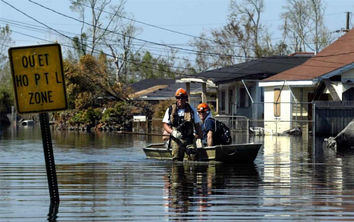 Cơn bão Katrina đã tàn phá bang New Orleans của Mỹ, khiến hơn 1.000 người thiệt mạng và nhiều người không có nhà. Lực lượng Tuần duyên Mỹ đã làm việc không mệt mỏi trong nhiều tháng sau ngày thảm kịch 25/8/2005. Cuối cùng, hơn 5.000 nhân viên cứu hộ đã cứu được hơn 33.000 người.