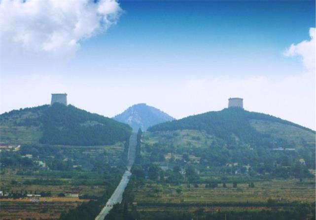 Ba lăng mộ bất khả xâm phạm ở Trung Quốc: 1 mộ không ai dám đào, 1 mộ không thể đào được, mộ cuối cùng được bảo vệ bởi những con thú - Ảnh 3.