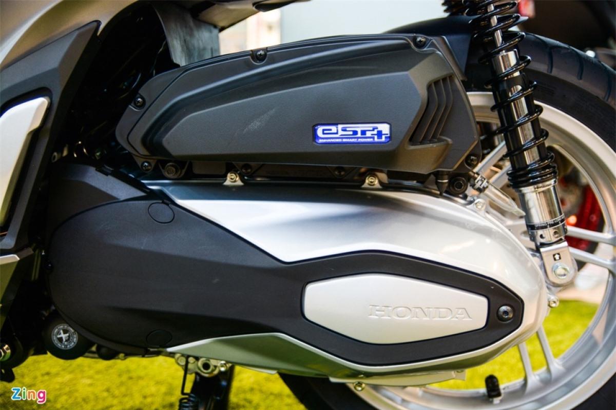 Cung cấp sức mạnh cho SH 350i là động cơ 330 cc, xy-lanh đơn, làm mát bằng dung dịch, công suất 29 mã lực tại 7.500 vòng/phút, mô-men xoắn cực đại 32 Nm tại 5.250 vòng/phút. Honda công bố mức tiêu thụ của động cơ này là 29,4 km/l, tương đương 3,4 lít/100 km.