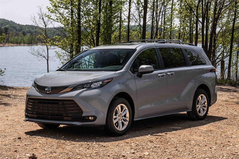 Toyota Sienna Woodland Special Edition ra mat anh 1