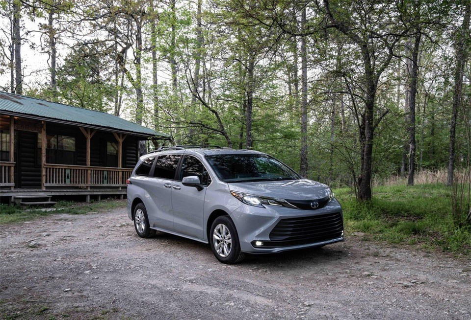 Toyota Sienna Woodland Special Edition ra mat anh 10