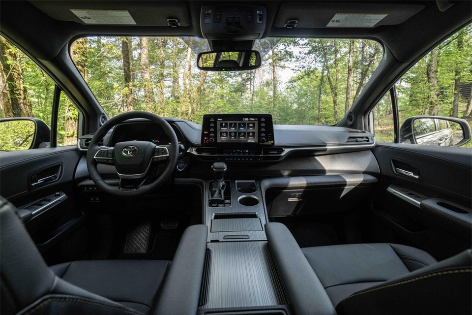 Toyota Sienna Woodland Special Edition ra mat anh 7