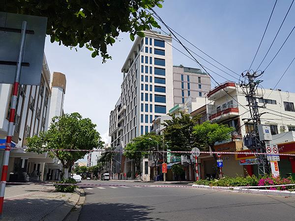 Đà Nẵng đã phong tỏa đoạn đường Đống Đa ngang qua bar New Phương Đông để phục vụ phòng, chống cihj COVID-19
