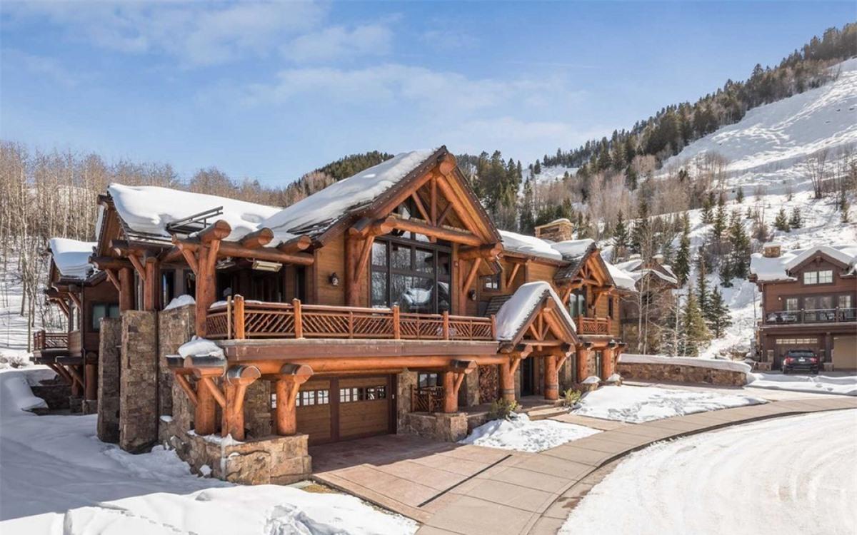 Căn biệt thự gỗ trong khu nghỉ dưỡng trượt tuyết ở Aspen, Colorado (Mỹ) đang được rao bán với giá 45 triệu USD.