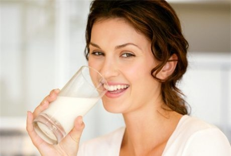 uống sữa, uống sữa sai giờ không tốt cho sức khoẻ