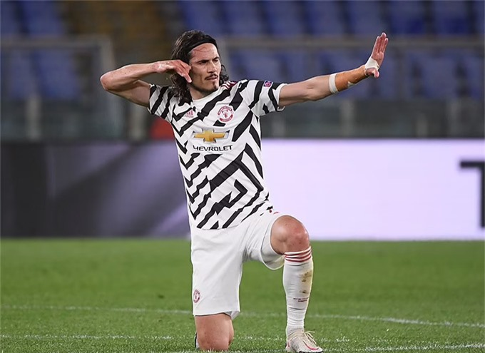 Cavani chấm dứt tham vọng của AS Roma với cú đánh đầu đẳng cấp