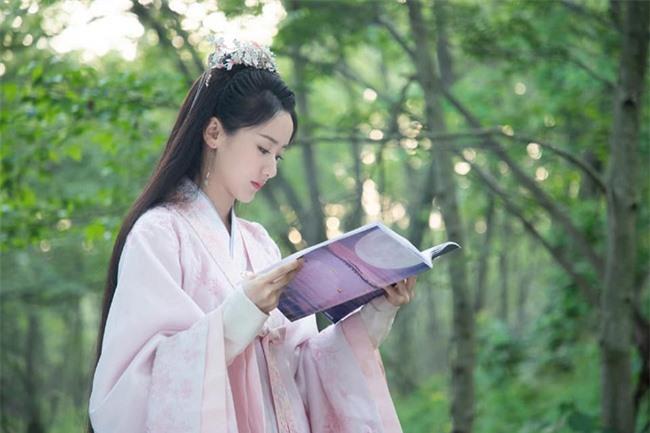 """Nữ chính """"Lưu ly mỹ nhân sát"""" Viên Băng Nghiên bị mắng thậm tệ vì mặc y hệt Triệu Lệ Dĩnh trên phim trường - Ảnh 4."""