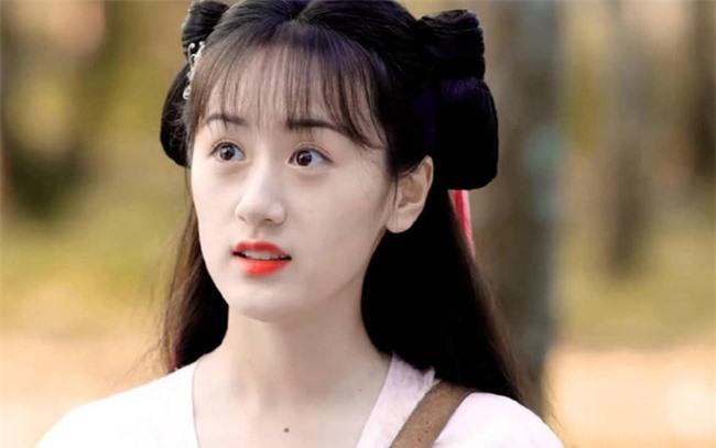"""Nữ chính """"Lưu ly mỹ nhân sát"""" Viên Băng Nghiên bị mắng thậm tệ vì mặc y hệt Triệu Lệ Dĩnh trên phim trường - Ảnh 5."""