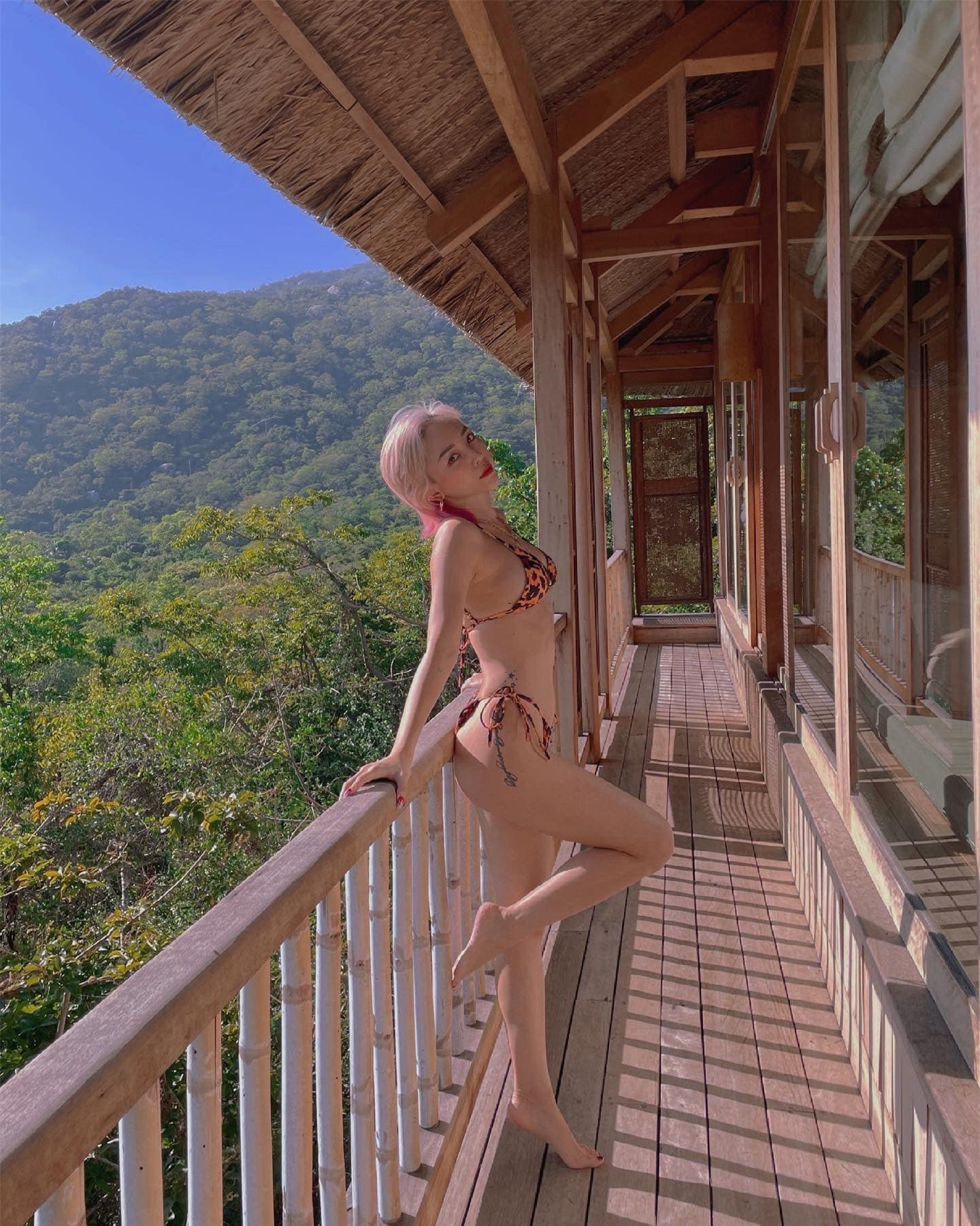 Tóc Tiên tự tin khoe loạt ảnh bikini bốc lửa ở tuổi 32 - Ảnh 2.