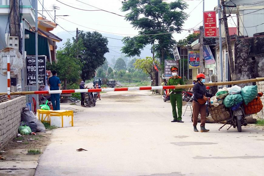 Phong tỏa 5 thôn ở xã Quỳnh Lập