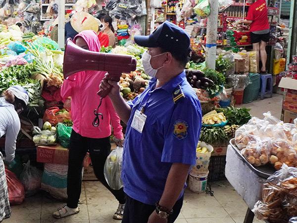 Ban quản lý các chợ trên địa bàn Đà Nẵng tăng cường tuyên truyền công tác phòng chống Covid-19 tại chợ