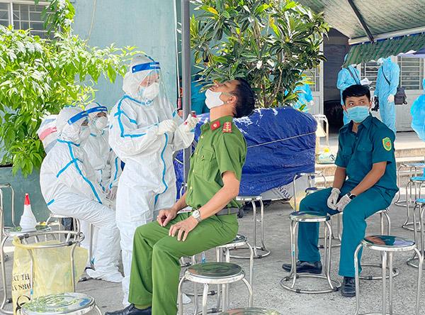 Đà Nẵng: Xét nghiệm SARS-CoV-2 cho 10.000 cán bộ Tổ bầu cử, lực lượng phục vụ bầu cử