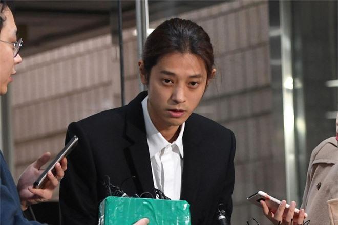 Từng rút đơn kiện, nhưng nay bạn gái cũ của Jung Joon Young đệ cả đơn lên Nhà Xanh, tố cáo bị nam ca sĩ quay lén - Ảnh 2.