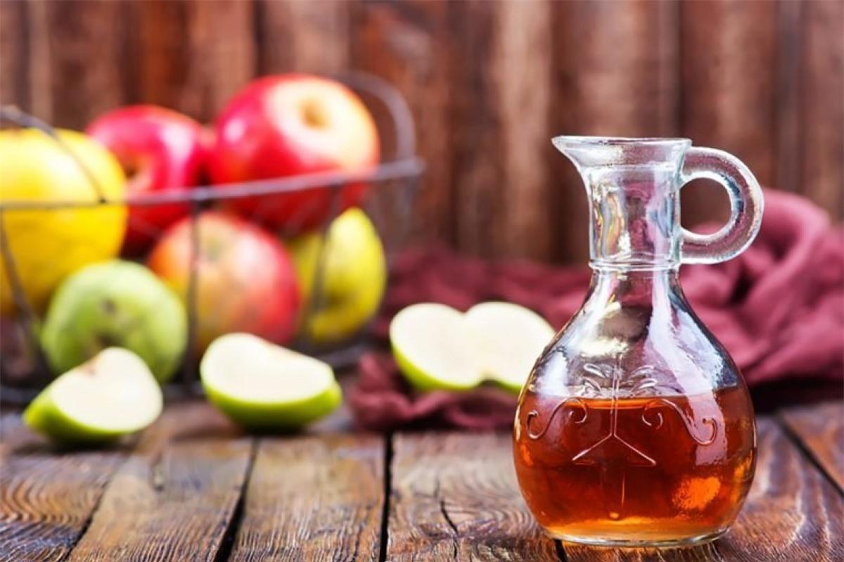 Sử dụng giấm táo: Nghiên cứu chỉ ra rằng hương vị khó chịu của giấm táo sẽ giúp bạn bớt cảm thấy thèm ăn hơn, thậm chí cảm thấy buồn nôn. Do tác dụng phụ này, bạn nên cân nhắc khi sử dụng giấm táo để kiềm chế khẩu vị.