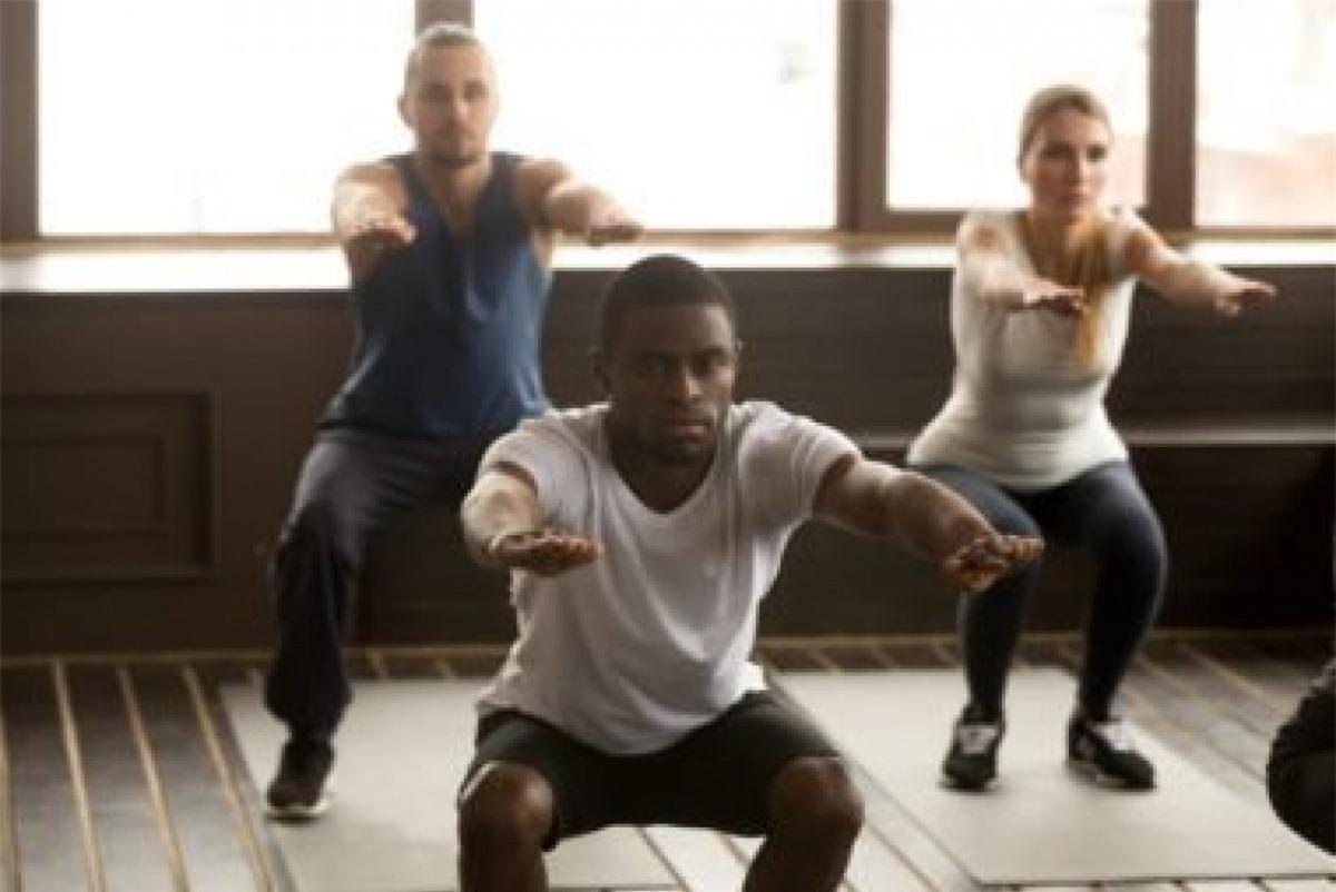 """Tập thể dục trước khi ăn tối: Một bài vận động ngắn với cường độ cao ngay trước bữa ăn sẽ giúp ức chế hormone """"thèm ăn"""" acylated ghrelin và đẩy mạnh tiết các hormone ức chế khẩu vị."""