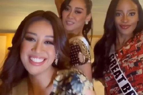Khánh Vân diện đồ bộ Việt Nam cùng các bạn thí sinh Hoa hậu Hoàn vũ khoe dáng trước ống kính