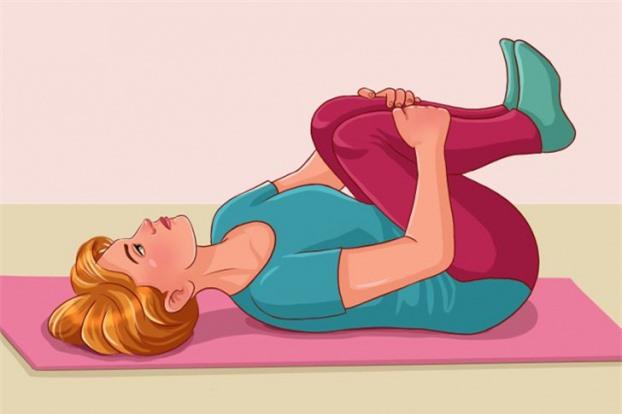 5 bài tập kéo giãn cột sống, giảm đau lưng cho dân văn phòng hiệu quả 3