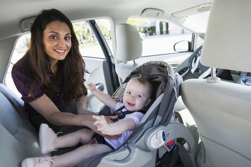 Những điều bố mẹ cần lưu ý khi đi xe ô tô cùng bé
