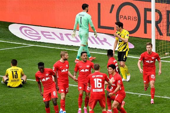 Thắng kịch tính Leipzig, Dortmund 'dâng' cúp cho Bayern - xs thứ hai