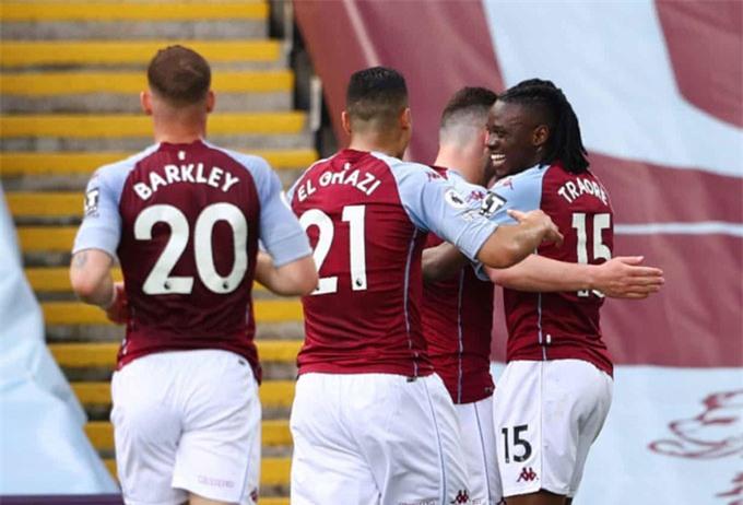Traore bất ngờ mở tỷ số trận Aston Villa vs MU ở phút 24